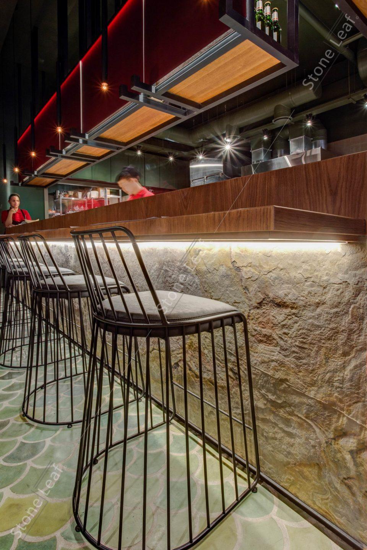 Feuille de pierre 100% naturelle en revêtement dans un bar
