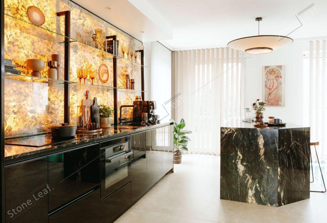 Feuille de pierre 100% naturelle Prague Translucide en crédence de cuisine