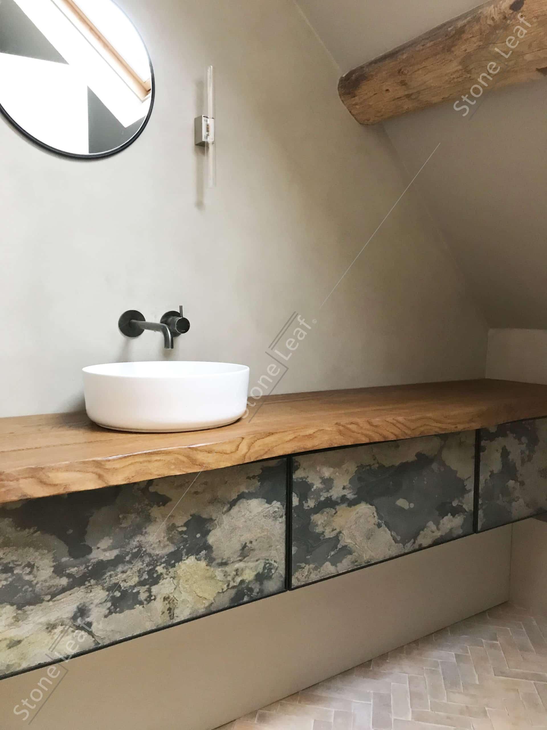 Our 100% natural stone sheets on a bathroom furnitureFeuille de pierre 100% naturelle sur un meuble de salle de bain
