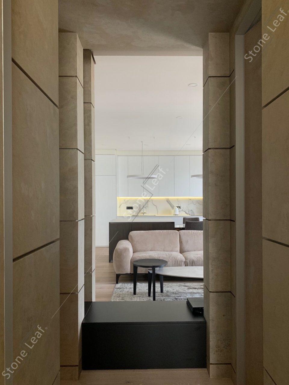 Feuille de pierre 100% naturelle dans un couloir de chambre