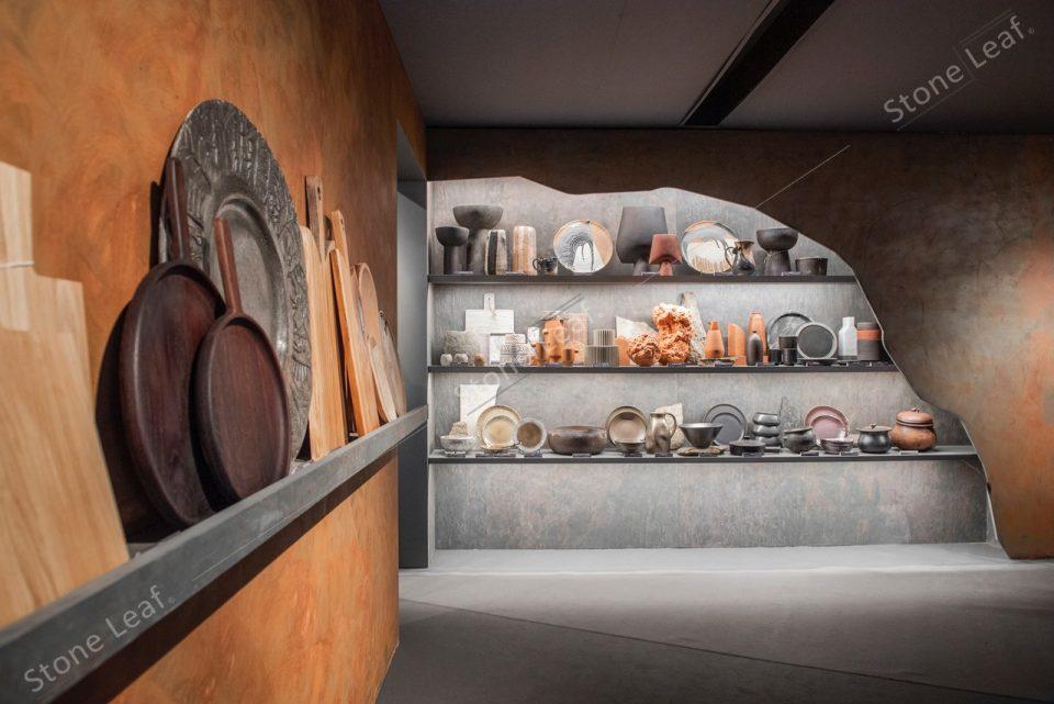 Feuille de pierre 100% naturelle sur les étagères d'une cuisine