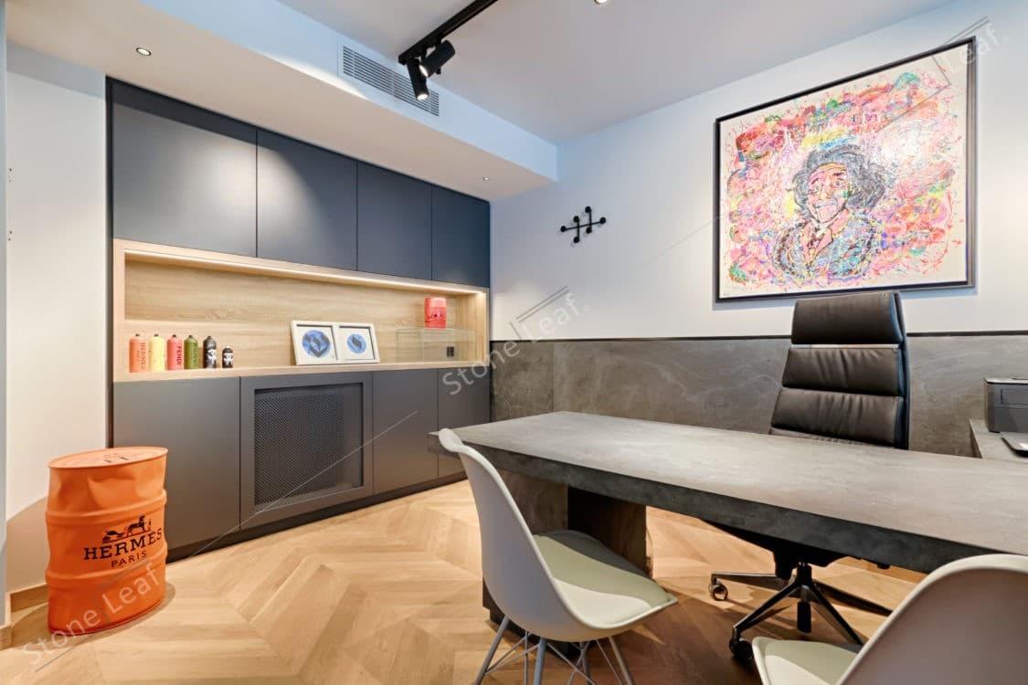 Feuille de pierre 100% naturelle sur la cuisine d'un bureau