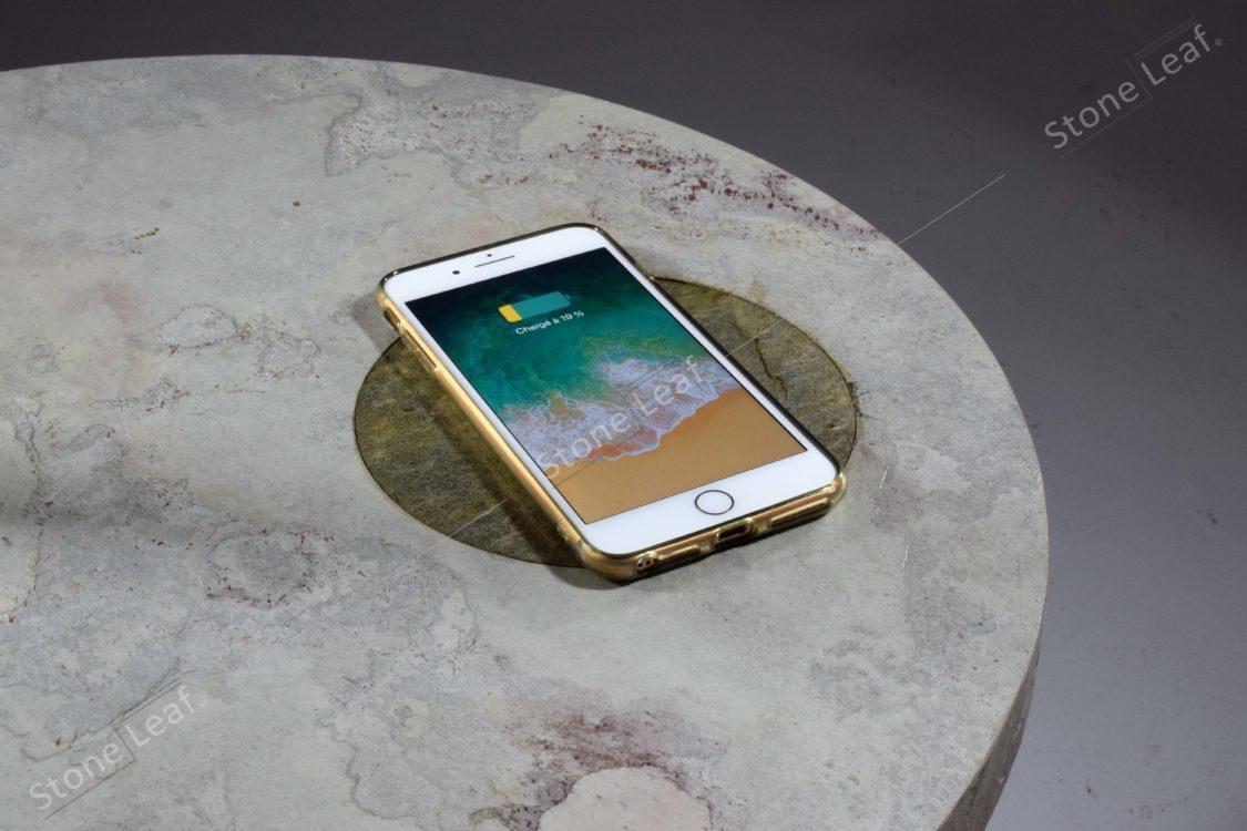 Feuille de pierre 100% naturelle sur une table ronde