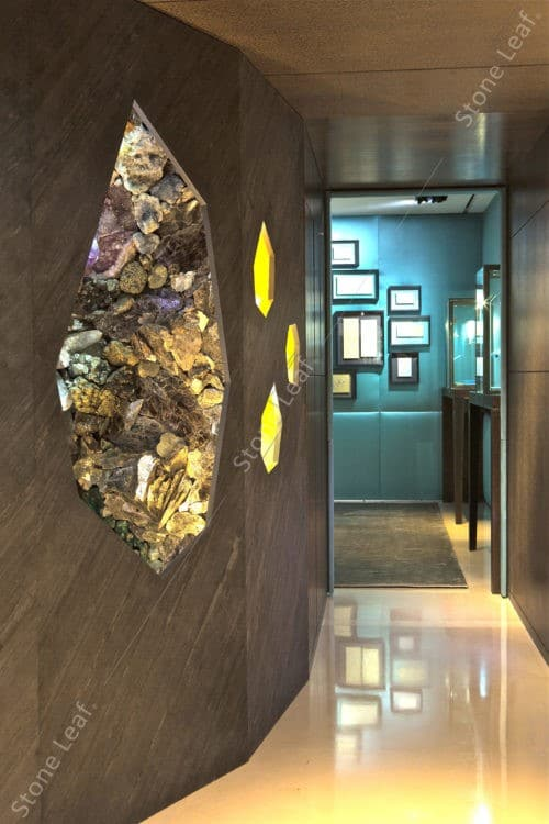 Feuille de pierre 100% naturelle dans les couloir d'un appartement