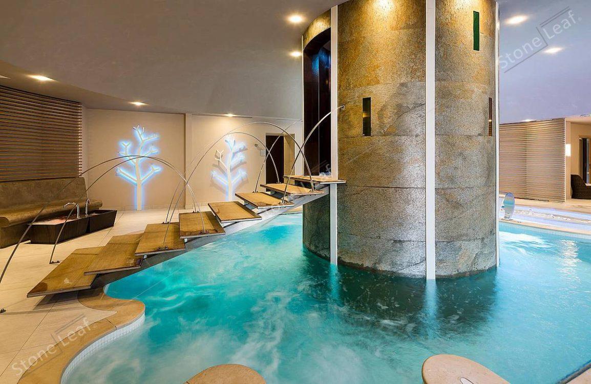 Feuille de pierre 100% naturelle en colonne de piscine